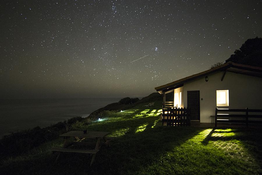estrellas casita acantilado 01